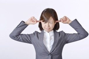 CAが教えてくれる!飛行機で耳が痛くなるのを和らげる方法