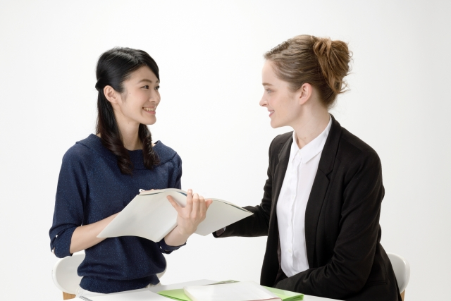 客室乗務員が仕事で使えるおすすめの外国語は?英語力はどれくらい必要?